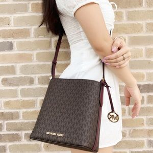 👜💕Michael Kors Crossbody Brown MK Merlot